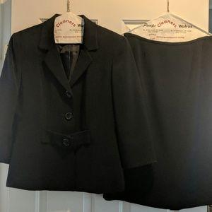 Tahari Women's skirt suit